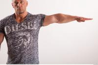 Arm moving reference jeans tshirt of Sebastian 0003